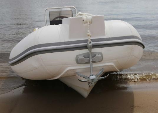 Idealer Anker für kleinere Boote und Jollen. Dank der Faltklapp-Konstruktion lässt er sich platzsparend verstauen.Dieser Anker gehört in die Kategorie der Gewichts-Anker: je 1 Meter Wasserlinie 4 kg Ankergewicht.  (Bild 3 von 10)