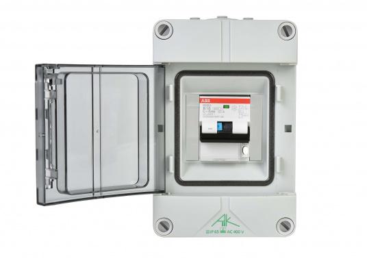 Landanschluss-Einheit für erhöhte Sicherheit. DieEinheit zur 230VLandstromübernahmeist mit einer Kombination aus16 A Leitungsschutzschalter und30 mA FI-Personenschutzschalterausgestattet und sorgt auf kleinstem Raum fürmaximaleSicherheit.