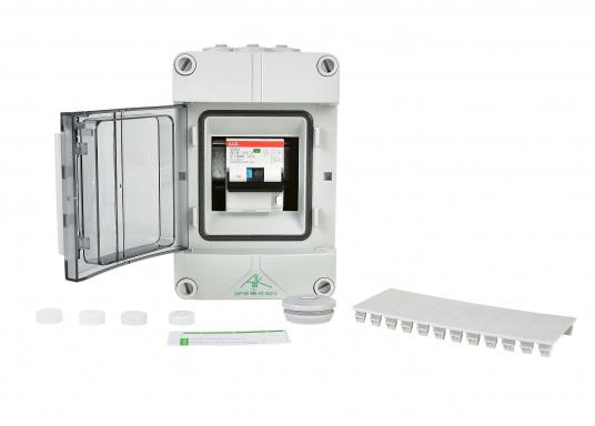 Landanschluss-Einheit für erhöhte Sicherheit. DieEinheit zur 230VLandstromübernahmeist mit einer Kombination aus16 A Leitungsschutzschalter und30 mA FI-Personenschutzschalterausgestattet und sorgt auf kleinstem Raum fürmaximaleSicherheit.  (Bild 3 von 4)