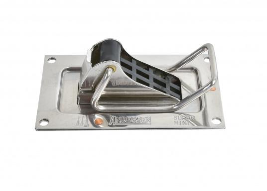 Stabiles, aus rostfreiem Edelstahl hergestelltes Selbstlenz-Ventil SUPER MINI für den Einbau in Jollen, offenen Booten, Motorgleitern etc. Passend für Rumpfstärken 3 - 7 mm.