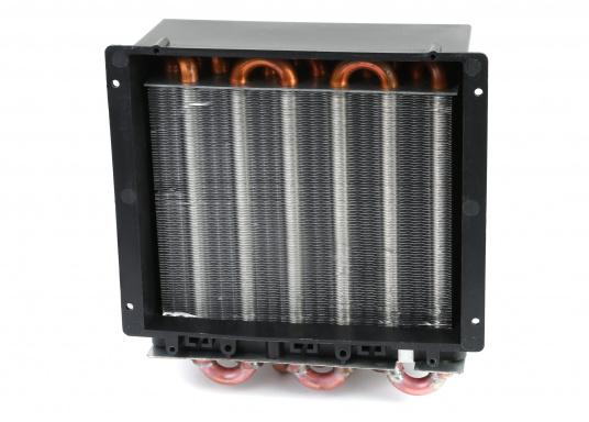 Warmwasser-Luft-Wärmetauscher und Heizgebläse, geeignet für Warmwasserheizungen oder Direktmontage in den Motorkreislauf.Erhältlich in zwei Ausführungen: Als 12 V oder 24 V Version.  (Bild 3 von 5)