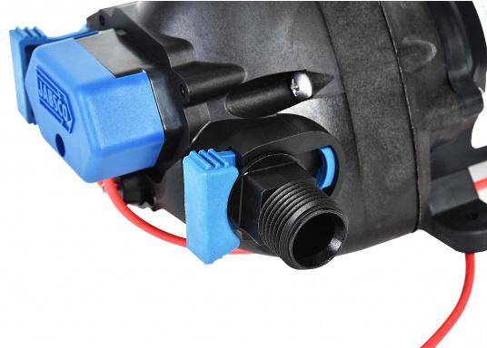 """Diese besonders leise Druckwasserpumpe kann bis zu 3 Zapfstellen zugleich versorgen. 12 mm (1/2"""") Schlauchanschlüsse mit werkzeugfreien Clipverschlüssen.  (Bild 4 von 7)"""