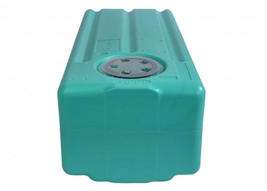 Stabile Tanks aus hochwertigem und geschmacksneutralem Kunststoff. Mit CE-Zulassung. Die Tanks werden mit einem Handlochdeckel geliefert. Als Anschluss können an beliebiger Stelle Stutzen in den Tank eingesetzt werden. Lieferbar in verschiedenen Größen.  (Bild 3 von 11)