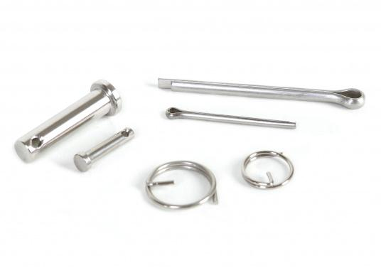 This stainless steel assortment box contains clevis pins (4 different sizes), cotter pins (4 different sizes) and cotter rings (3 different sizes), a total of 62 pieces.