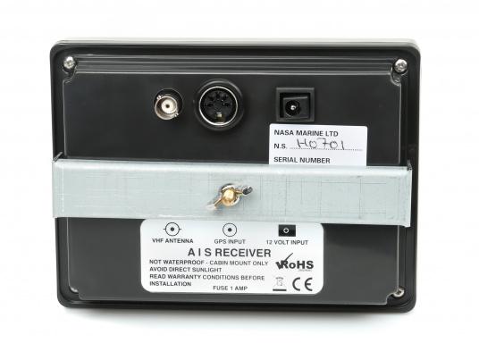 Un' unità compatta, ricezione FM per ricevere dati AIS delle navi circostanti. Lo strumentoAIS deve essere collegato al ricevitore GPS di bordo. Simile ad un radar, la nave è mostrata al centro dello schermo.  (Immagine 5 di 6)