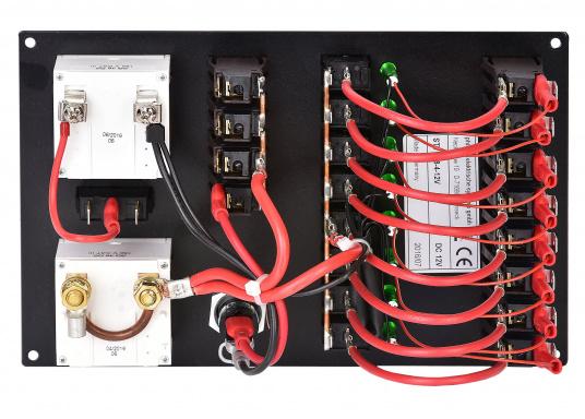 8 Stromkreise mit thermischen Schutzschaltern, Leuchtdiodenanzeigen und Wippschaltern. Ausstattung: 4 zusätzliche Schutzschalter, abgesicherten Kleinsteckdose, 12 V Voltmeter, Amperemeter mit Drehspulmeßwerken.  (Bild 2 von 4)