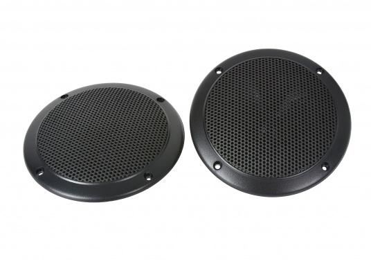 Absolut seewasser- und korrosionsbeständige Lautsprecher für den Einbau im Cockpit. Hergestellt aus robustem Kunststoff, alle Kontakte versiegelt. Lieferbar in 2 Größen: 40 Watt und 60 Watt, jeweils paarweise in schwarz.