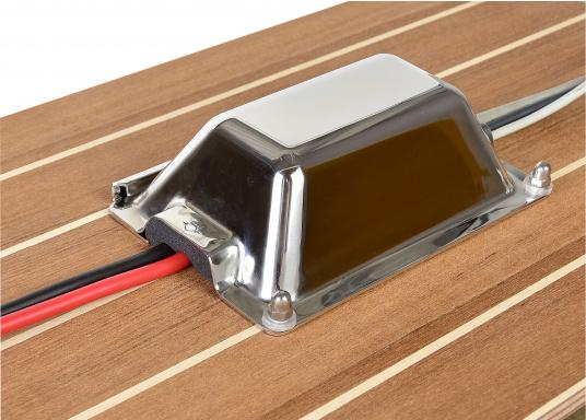 Diese neuentwickelte Kabel-Decksdurchführung aus poliertem Edelstahl ist ideal für die Verwendung an Deck geeignet. Durch die flache Aufbauhöhe stellt sie keinerlei Behinderung dar. Das Material ist besonders stabil und trittfest. (Bild 2 von 5)