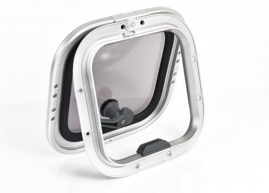 Die Low-Profile-Luke ist innen mit verschließbaren Riegeln ausgestattet, kann von außen geöffnet werden und bleibtin jeder gewünschten Stellung stehen.  (Bild 3 von 5)
