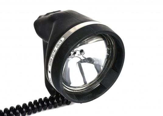 Das Original! Diese hochwertigen und absolut wasserdichten Handscheinwerfer können sogar unter Wasser eingesetzt werden. Der Ein/Ausschalter ist mit einer praktischen Morsetaste ausgestattet. LIeferbar in verschiedenen Ausführungen. (Bild 6 von 9)