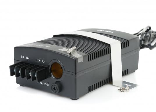 12 / 24 V Kühlschränke / Kühlboxen an das 230 V Netz anschließen –ganz einfach und problemlos mit dem Gleichrichter. Dieser erzeugt eine 24 V Gleichspannung und versorgt damit Ihre Geräte.  (Bild 2 von 5)
