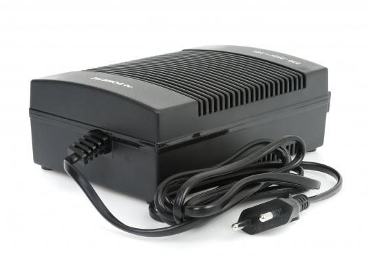 12 / 24 V Kühlschränke / Kühlboxen an das 230 V Netz anschließen –ganz einfach und problemlos mit dem Gleichrichter. Dieser erzeugt eine 24 V Gleichspannung und versorgt damit Ihre Geräte.  (Bild 3 von 5)