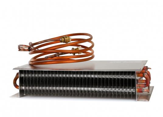 Der Kupfer-Aluminium-Lamellenverdampfer hat eine große Oberfläche und bietet somit hervorragende Kühleigenschaften durch Kühllamellen. Er ist besonders geeignet für hohe Umgebungstemperaturen und große Kühlrauminhalte.  (Bild 3 von 6)