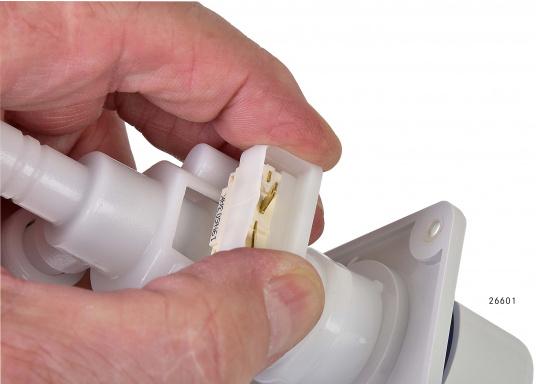Für kleine Platzverhältnisse– die raumsparende Bauweise dieser Wasserhähne ermöglicht den Einsatz auch in kleinen Waschräumen oder dem Pantry-Bereich. Lieferbar in verschiedenen Ausführungen.  (Bild 10 von 11)