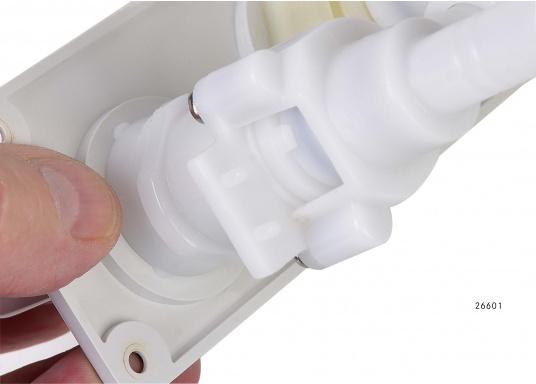 Für kleine Platzverhältnisse– die raumsparende Bauweise dieser Wasserhähne ermöglicht den Einsatz auch in kleinen Waschräumen oder dem Pantry-Bereich. Lieferbar in verschiedenen Ausführungen.  (Bild 7 von 11)