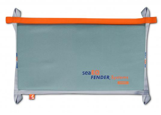Ihre Yacht ist durch diesen Langfender optimal geschützt. An der Kaje, in der Box oder im Päckchen. Zusammengefaltet als Pack bietet der Fender auch an der Spundwand optimalen Schutz.