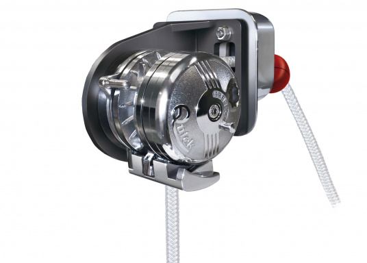 BALDER windlass with Free-Fall technology and auto stop function (auto stop kit sold separately).