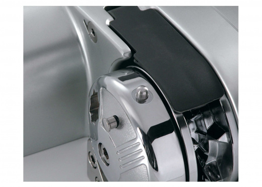 BALDER windlass with Free-Fall technology and auto stop function (auto stop kit sold separately).  (Image 3 of 4)