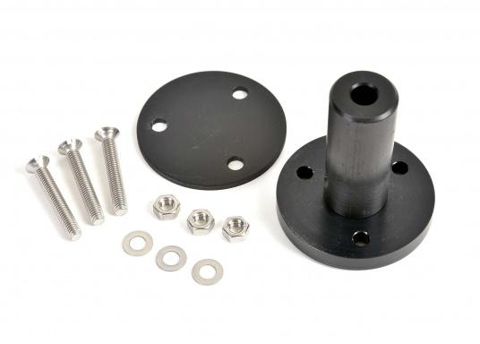 Der Aufbausockel erlaubt die Montage des Autopiloten auf waagerechter Oberfläche. Die unterschiedlichen Höhen gleichen den Abstand zwischen Montagefläche und Pinne aus. Erhältlich in verschiedenen Größen. (Bild 5 von 6)