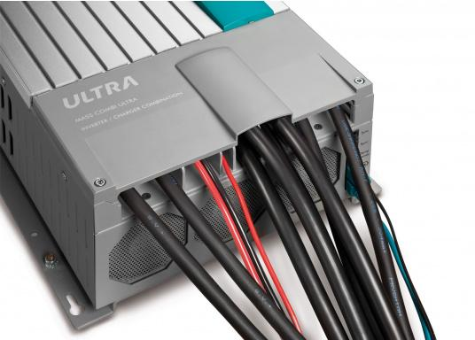 Der MASS COMBI ULTRA fasst die fortschrittlichste Technik (V6 Hochfrequenz Technologie) in einem kompakten Paket zusammen. Er vereint Sinus-Wechselrichter und Batterie-IUOU-Ladegerät in einem Gehäuse. Nennspannung: 12 V. Empfohlene Batteriekapazität: 300 - 900 Ah.  (Bild 7 von 8)