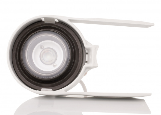 Suitable for any mast profile! Thanks to the flexible mounting straps, this floodlight fits any mast profile. Power LEDs with lens ensure optimum illumination of the deck.  (Image 2 of 8)