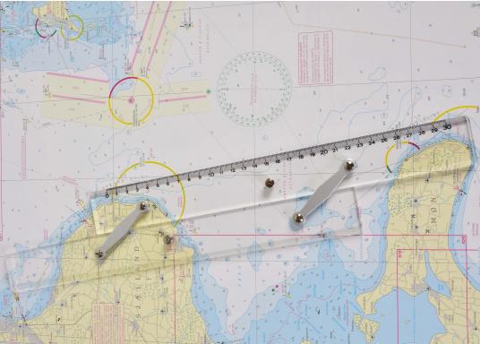 Naviguez avec les méthodes traditionelles grâce à ce jeu d'instruments qui comprend tout le nécessaire pour tracer une route. Disponible en pochette PVC ou dans un coffret bois. (Image 5 de 6)