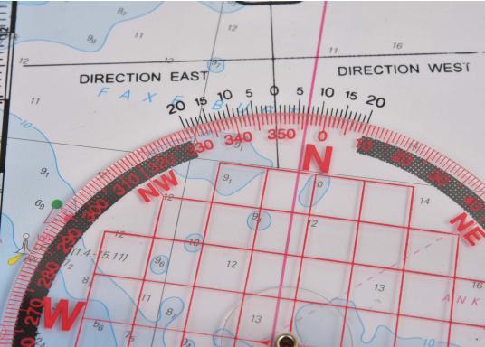 Naviguez avec les méthodes traditionelles grâce à ce jeu d'instruments qui comprend tout le nécessaire pour tracer une route. Disponible en pochette PVC ou dans un coffret bois. (Image 6 de 6)
