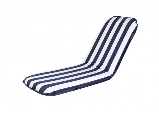"""Mobiler Sitzkomfort an Bord, beim Camping, im Garten und am Strand. Der Comfort Seat """"groß"""" bietet Sitzkomfort in 6 Postionen und eine längere Rückenlehne. (Bild 3 von 9)"""