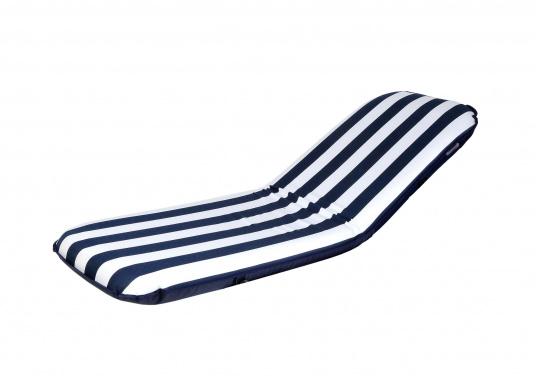 """Mobiler Sitzkomfort an Bord, beim Camping, im Garten und am Strand. Der Comfort Seat """"groß"""" bietet Sitzkomfort in 6 Postionen und eine längere Rückenlehne. (Bild 4 von 9)"""