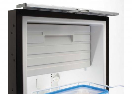 Praktische Kühlschublade CRD50 von COOLMATIC. So haben Sie immer einen Überblick über Ihre gekühlten Vorräte. Weiterer Vorteil: Das Gefrierfach ist herausnehmbar und macht bei Bedarf Platz für weiteres Kühlgut.  (Bild 5 von 6)
