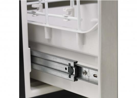 Praktische Kühlschublade CRD50 von COOLMATIC. So haben Sie immer einen Überblick über Ihre gekühlten Vorräte. Weiterer Vorteil: Das Gefrierfach ist herausnehmbar und macht bei Bedarf Platz für weiteres Kühlgut.  (Bild 6 von 6)