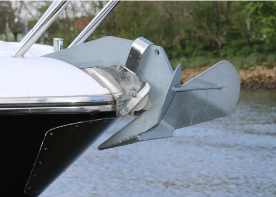 Der Wing-Anker ist eine Kombination aus Pflugschar- und Plattenanker. Er gräbt sich leicht ein und weist eine sehr gute Haltekraft auf.  (Bild 4 von 4)