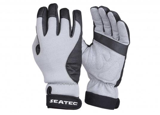 Windstopper Handschuhe von SEATEC garantieren für warme Finger bei Wind und Wetter. Der verlängerte Schaft fungiert als Pulswärmer. Der ideale Handschuh, nicht nur für den Einsatz an Bord.