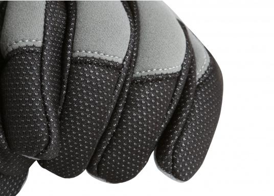 Windstopper Handschuhe von SEATEC garantieren für warme Finger bei Wind und Wetter. Der verlängerte Schaft fungiert als Pulswärmer. Der ideale Handschuh, nicht nur für den Einsatz an Bord.  (Bild 5 von 6)