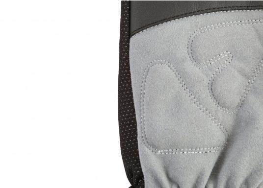 Windstopper Handschuhe von SEATEC garantieren für warme Finger bei Wind und Wetter. Der verlängerte Schaft fungiert als Pulswärmer. Der ideale Handschuh, nicht nur für den Einsatz an Bord.  (Bild 6 von 6)
