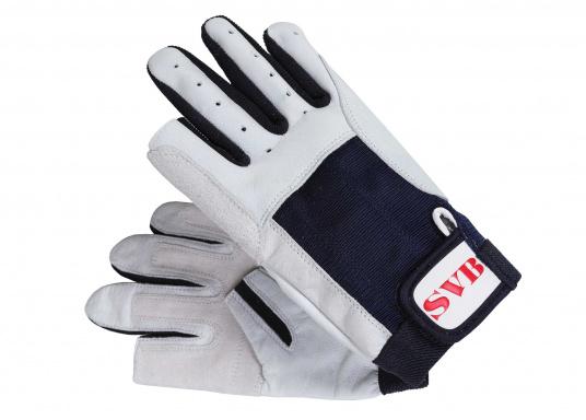 Hergestellt aus hochwertigem Ziegenleder. Stretcheinsatz am Handrücken und verstellbarer Klettverschluss am Handgelenk. Handflächedurch Aufdopplung verstärkt. Daumen und Zeigefinger offen. Farbe: weiß/blau.