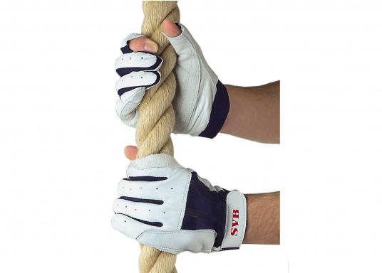 Hergestellt aus hochwertigem Ziegenleder. Stretcheinsatz am Handrücken und verstellbarer Klettverschluss am Handgelenk. Handflächedurch Aufdopplung verstärkt. Daumen und Zeigefinger offen. Farbe: weiß/blau.  (Bild 3 von 3)