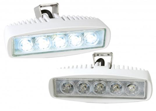 Dieser hocheffiziente LED Deckscheinwerfer mit einer Lichtstärke von 1200 Lumen ist besonders den Einbau im Nahbereich, in Cockpits und an Deck geeignet. Die fünf leistungsstarken LED's sorgen für einen präzisen Strahl.  (Bild 3 von 4)