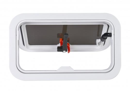 Decksluke gefertigt aus UV-beständigem, schlagfestem Kunststoff, mit RINA-Zulassung. Dank des Innenrahmens sind keine Verschraubungen sichtbar. Der stabile Aufstellarm sorgt dafür, dass die Luke in jeder Position geöffnet bleibt.  (Bild 4 von 9)
