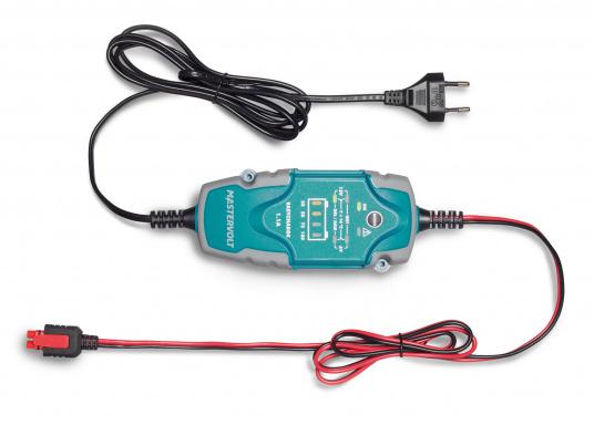 Das universelle EasyCharge-Batterieladegerät bietet Menschen, die viel unterwegs sind, eine ideale Lösung, die für Boote, Autos, Motorräder, Wohnwagen, Oldtimer, Landmaschinen usw. eingesetzt werden kann. Das tragbare aber auch fest montierbare Batterieladegerät zeichnet sich durch eine robuste ergonomische Bauweise und eine Wasserdichtigkeit gemäß IP65 Schutzklasse aus.