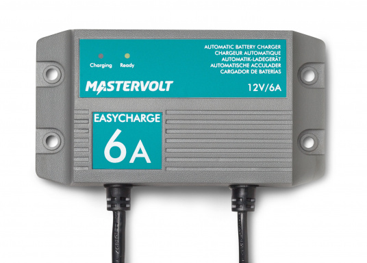 Mit einer Serie kleiner Ladegeräte erweitert Mastervolt seinen Einsteigerbereich.Der Batterielader EasyCharge ist nur für den 12V Betrieb geeignet und liefert einen Ladestrom von 6A. Wird mit Kabelschuhen an der Anschlussleitung zur direkten Befestigung an den Batteriepolen geliefert. Montage: Festmontage.  (Bild 2 von 3)