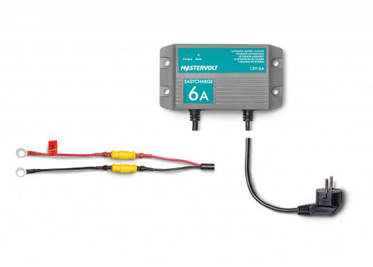 Mit einer Serie kleiner Ladegeräte erweitert Mastervolt seinen Einsteigerbereich.Der Batterielader EasyCharge ist nur für den 12V Betrieb geeignet und liefert einen Ladestrom von 6A. Wird mit Kabelschuhen an der Anschlussleitung zur direkten Befestigung an den Batteriepolen geliefert. Montage: Festmontage.  (Bild 3 von 3)