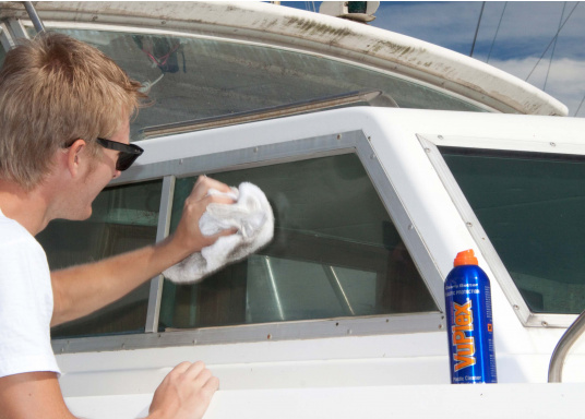 Der VUPLEX Kunststoffreiniger reinigt, schützt und poliert auf einfache Art und Weise alle klaren und farbigen Kunststoffe, ohne dabei die Oberfläche anzugreifen. (Bild 2 von 6)