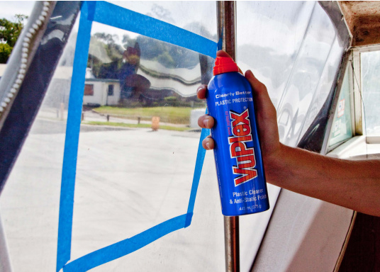 Der VUPLEX Kunststoffreiniger reinigt, schützt und poliert auf einfache Art und Weise alle klaren und farbigen Kunststoffe, ohne dabei die Oberfläche anzugreifen. (Bild 3 von 6)