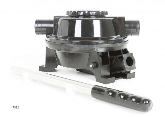 Die selbstansaugenden Membranpumpe von RM sind für den Einsatz auf kleinen und großen Booten ausgelegt. Das Pumpengehäuse besteht aus verstärktem Kunststoff.  (Bild 3 von 6)