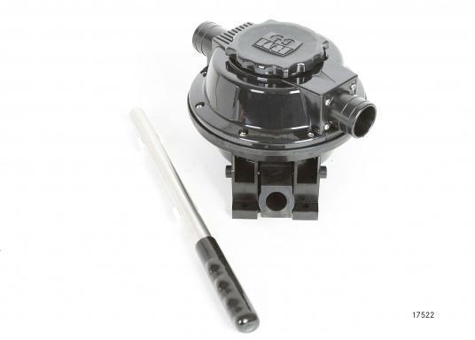 Die selbstansaugenden Membranpumpe von RM sind für den Einsatz auf kleinen und großen Booten ausgelegt. Das Pumpengehäuse besteht aus verstärktem Kunststoff.  (Bild 4 von 6)