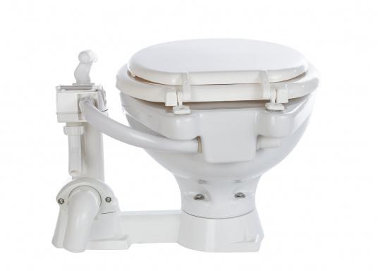 Das manuelle Bord-WC SEALOCK kann sowohl unter als auch über der Wasserlinie montiert werden. Im Gegensatz zu herkömmlichen Bord-WC's können bei der SEALOCK die Ein- und Ausgänge komplett geschlossen werden, wenn die Toilette einmal nicht benutzt wird.  (Bild 6 von 7)