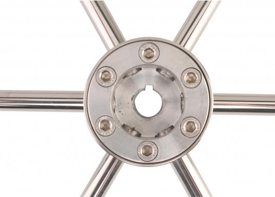 Steuerrad mit sechs Speichen, Nabe und Handgriff aus Edelstahl. Der Durchmesser des Umlaufs beträgt 25 mm, die Speichen haben einen Durchmesser von 14 mm. Alle Steuerräder sind RINA, EN und ISO zugelassen.  (Bild 3 von 4)