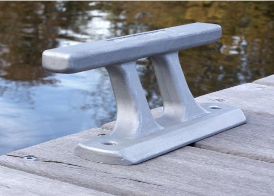 Klampe gefertigt aus hochfestem Aluminium. Lochabstand: 180 mm, Loch-Ø 10 mm. Bruchlast: 4000 kg. (Bild 2 von 4)