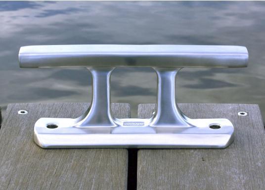 Klampe gefertigt aus gebürstetem Edelstahl. Lochabstand: 180 mm, Loch-Ø 12mm. Bruchlast: 10.000 kg.Abmessungen (L x B x H): 220 x 65 x 91 mm.  (Bild 4 von 6)